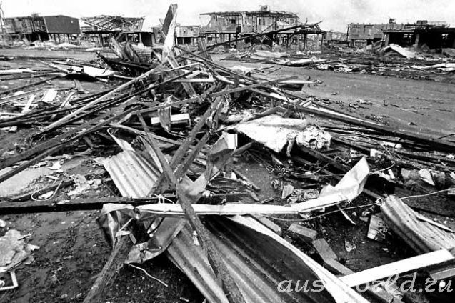 the impacts of cyclone tracy Cycylone tracy had many effects on darwin (northern territory) with winds blowing up to 200 km/h it went on for an unbelievable 5 hours where 90% of buildings were destroyed immediate effects of cyclone tracy.