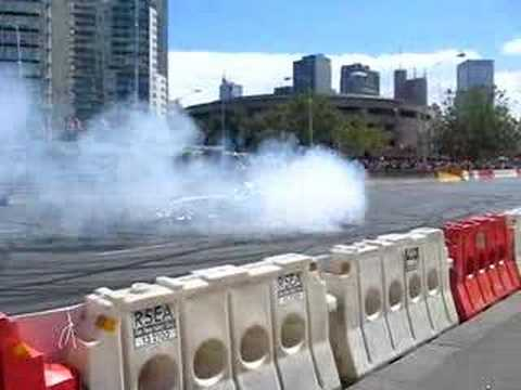 Формула 1 - F1 Williams Burnout in the Streets of Melbourne