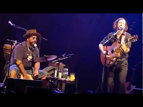 Сиднейский оперный театр - Love For A Child - Sydney Opera House Nov 2011
