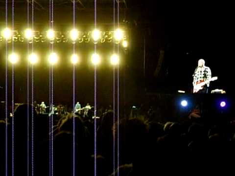 Формула 1 - The Who - Live in Melbourne.  Pete Townshend talking to the crowd between tracks