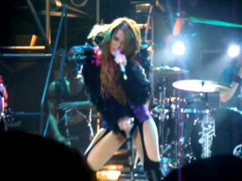 Клипы - Can't Be Tamed - Miley Cyrus (Rio 13/05/2011)