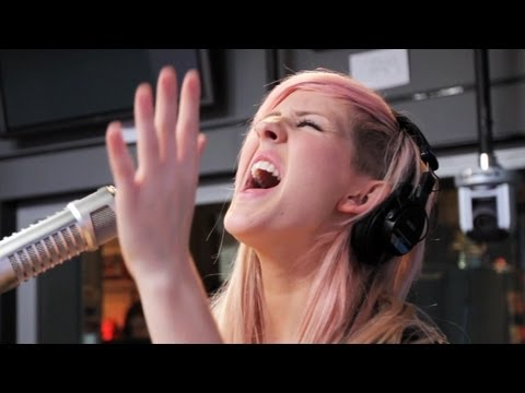 Клипы - Ellie Goulding - Lights (Acoustic on Ryan Seacrest) | Performance | On Air With Ryan Seacrest