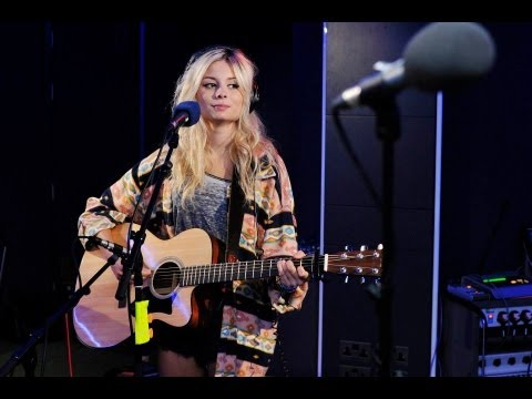 Клипы - Nina Nesbitt - Love Me Again (John Newman Cover) In The Live Lounge