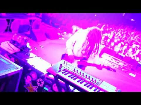 "Клипы - KoRn ""Alone I Break"" Live Music Video From Music As A Weapon V Tour"
