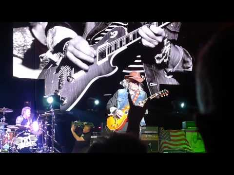Клипы - S.O.S. (Too Bad) - East Rutherford 07-24-2012