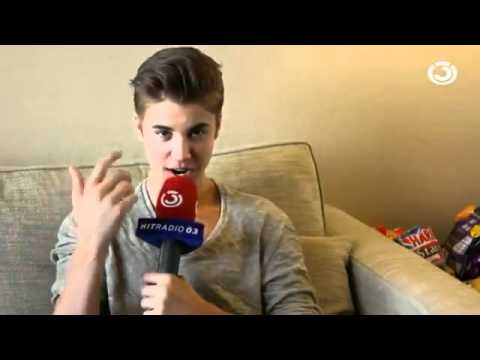 Клипы - Awkward Justin Bieber interview