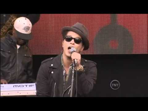 Клипы - Bruno Mars - The Lazy Song (Live)