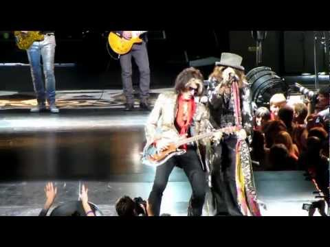 "Клипы - Aerosmith starting the show with ""Draw the Line"""
