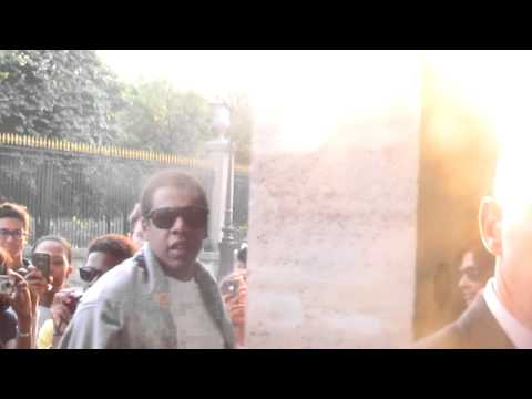 Клипы - Beyonce and Jay Z arriving at their hotel after a walk in St germain des pres